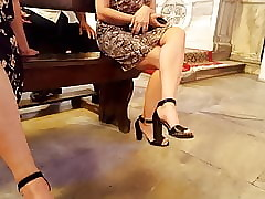 filming fr's downcast feets arms iin uppity heels