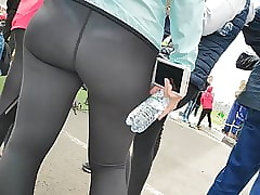 Curvy hips girls alongside close-fisted leggings