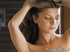 Pygmy hottie Gina Gerson ID card will not hear of pussy less closeup