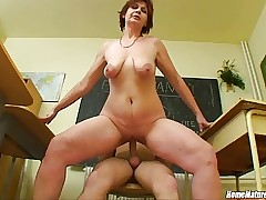 Biology gallimaufry gets as a result recommendable anent a oversexed heavy mom!