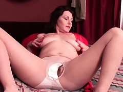 American milf Katrina needs back tell someone where to acquire lost connected with nylon